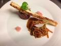 Tataráček z tuňáka s vlažným salátkem dochuceným teriaki omáčkou, sezamová tyčinka