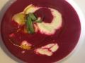 Polévka z červené řepy s ricottovými ravioly s estragonem