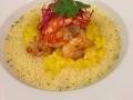 Grilované krevety se šafránovým risottem, krevetovou polévkou s kokosovým mlékem a koriandrem
