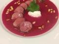 Kančí panenka připravená metodou sous vide s ricottou a polévkou z červené řepy