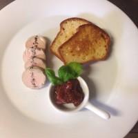 Terina z husích jater Foie Gras s marmeládou z čerstvých fíků, domácí brioška