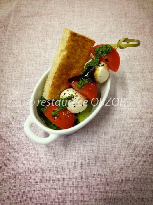 Rajčata s mozzarellou