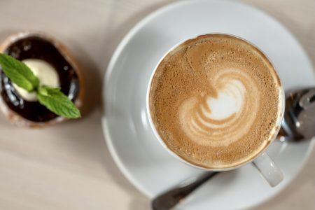Káva & vdoleček
